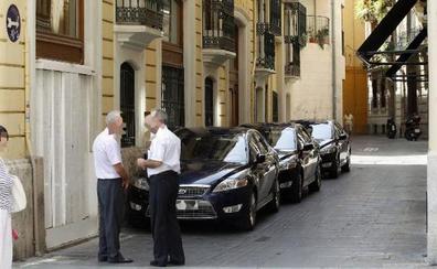 El Consell pone coto al descontrol en el uso de los coches oficiales