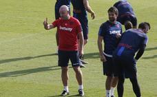Paco López, a por el equilibrio dentro y fuera del campo
