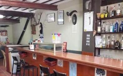 La movilización de un pequeño pueblo de Cuenca evita el cierre de su único bar
