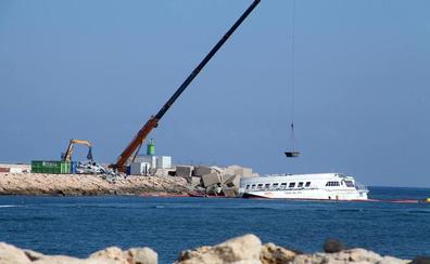 Baleària prevé empezar la próxima semana los trabajos subacuáticos en el ferry encallado en Dénia