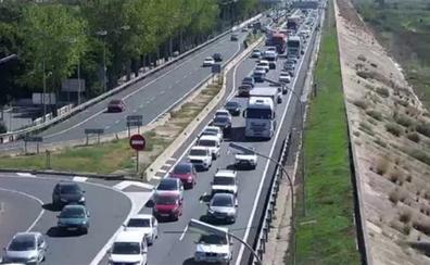 Un accidente colapsa la autovía V-30 con una cola de hasta 8 kilómetros