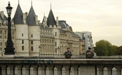 Francia investiga el asesinato de cuatro policías en París como un acto terrorista