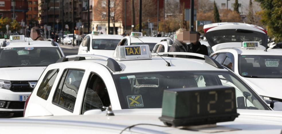 Pide droga a un taxista, le fractura un ojo y es atrapado por otros conductores en Valencia