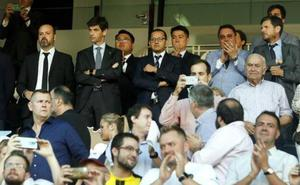 ENCUESTA | ¿Le parece correcto el gesto de Murthy mandando callar a la afición del Mestalla?