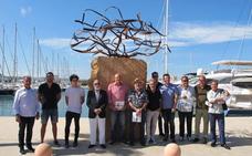 Tomás Sivera gana el primer premio en la exposición 'Esculturas frente al mar'