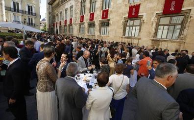 Paella, sol y corrillos en un 9 d'Octubre preelectoral