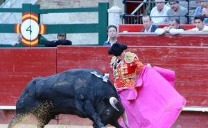 Miguelito y Molina cortan oreja en Valencia