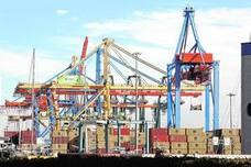 Los empresarios alertan de que el Puerto se quedará atrás si Compromís frena la ampliación