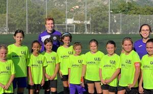La UE Gandia irrumpe en la liga de fútbol con un equipo de chicas