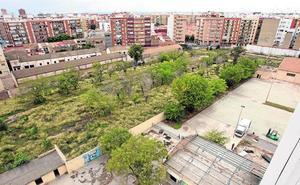 El derribo de un cuartel de la calle San Vicente se inicia tras 16 años de negociaciones con el Gobierno