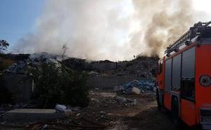 Un incendio en Torrent llena de humo Valencia y l'Horta Sud