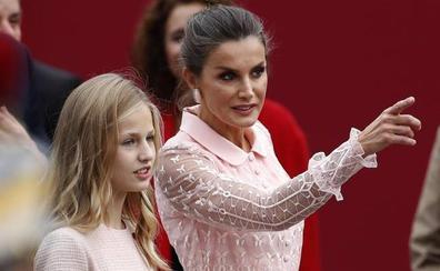 La Reina Letizia deslumbra en el desfile del 12 de Octubre