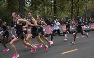 El keniano Eliud Kipchoge rompe la barrera de las 2 horas en el maratón