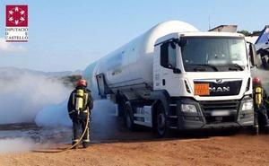 Desalojan un área de servicio de la A-7 tras la fuga de gas metano de un camión