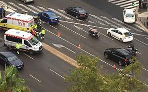 Un accidente entre un coche y una moto deja un herido en la avenida Maestro Rodrigo de Valencia