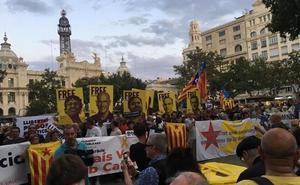 Cientos de independentistas salen a la calle en Valencia