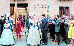 La procesión cívica culmina los actos por el 9 d'Octubre