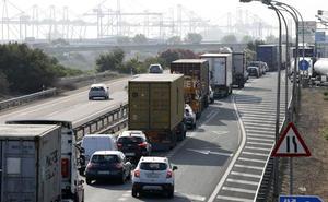 Retenciones de más de 20 kilómetros colapsan las principales entradas de Valencia a primera hora de la mañana