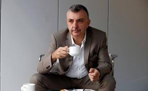 Manuel Vilas: «La alegría es más poderosa que la felicidad»