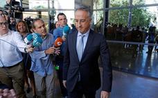 El hijo del expresidente de la CAM declara que el acusado decidía por sus hermanas en las empresas