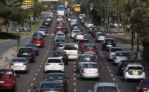 El parque móvil aumenta en 10.000 vehículos en Valencia durante la etapa de Ribó