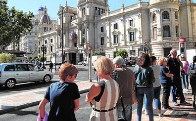 Los vecinos rechazan el autobús lanzadera de la EMT que llegará a la plaza del Ayuntamiento