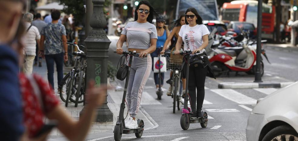 Bicicletas, patinetes y carga y descarga sí podrán circular por la plaza del Ayuntamiento de Valencia