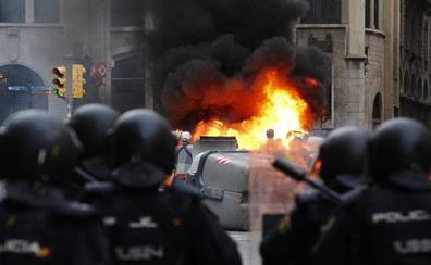 Agreden a dos equipos de TVE que cubrían los actos violentos en Barcelona