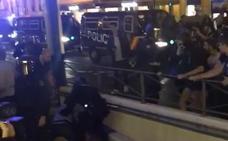 Dos detenidos y cinco policías heridos en pleno centro de Valencia durante la concentración independentista