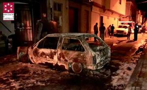 Un herido tras arder su coche en plena calle en Villareal