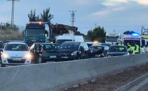 Una colisión múltiple provoca atascos kilométricos en el by-pass