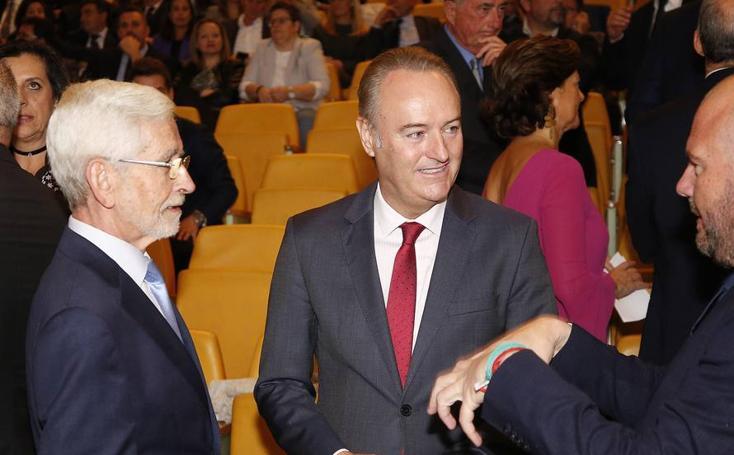 La política, el cap i casal y las comarcas, presentes en la gala