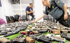 La Guardia Civil saca a subasta pública 407 armas largas y cortas incautadas