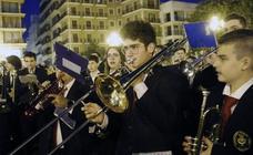 500 músicos al son de 'Paquito el chocolatero' en la plaza de la Virgen