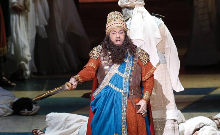 Plácido Domingo durante el ensayo de la ópera 'Nabucco' en el Palau de les Arts