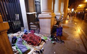 El Ayuntamiento de Valencia recorta la patrulla especial que atiende a indigentes