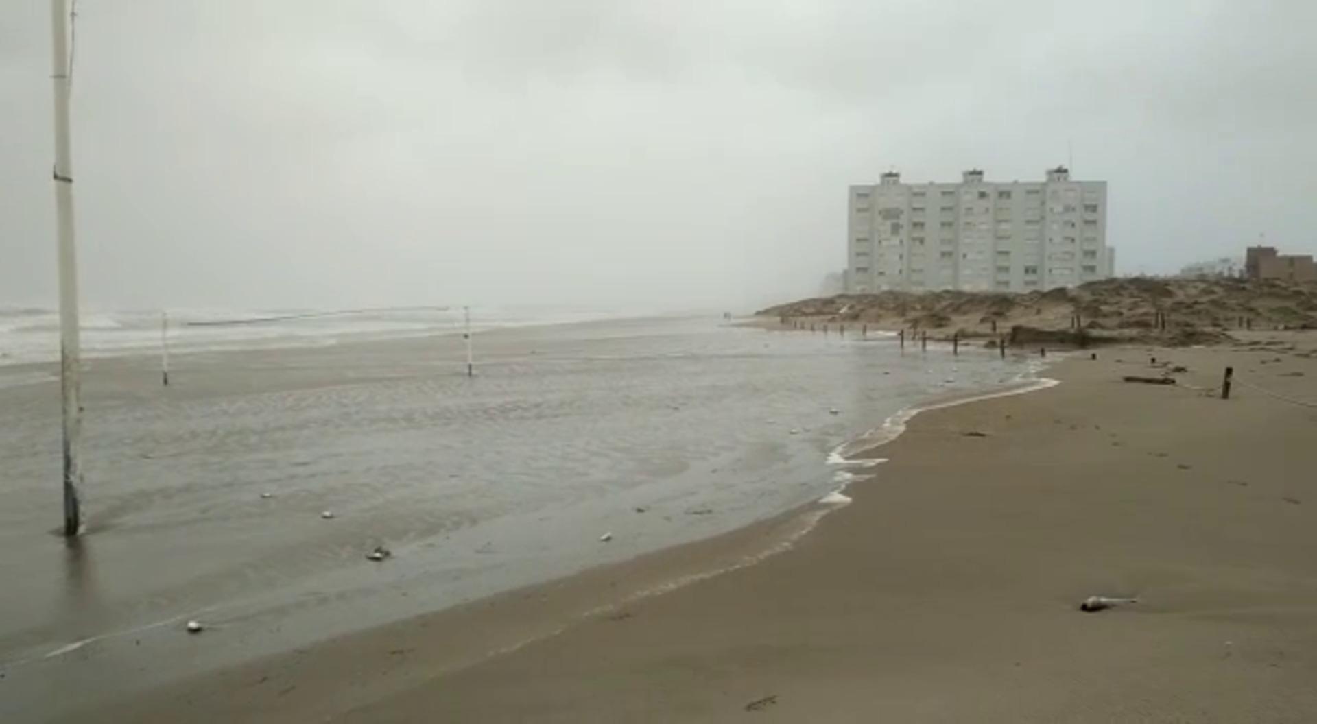 La playa del Perellonet después del fuerte temporal