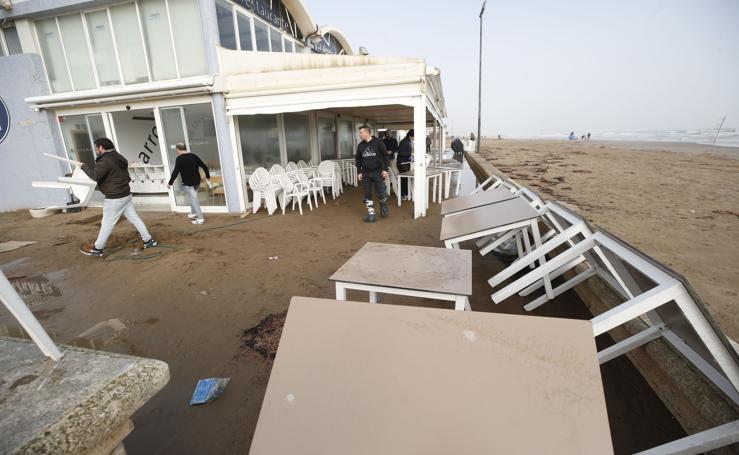 Los destrozos del temporal en la Malvarrosa y la Patacona