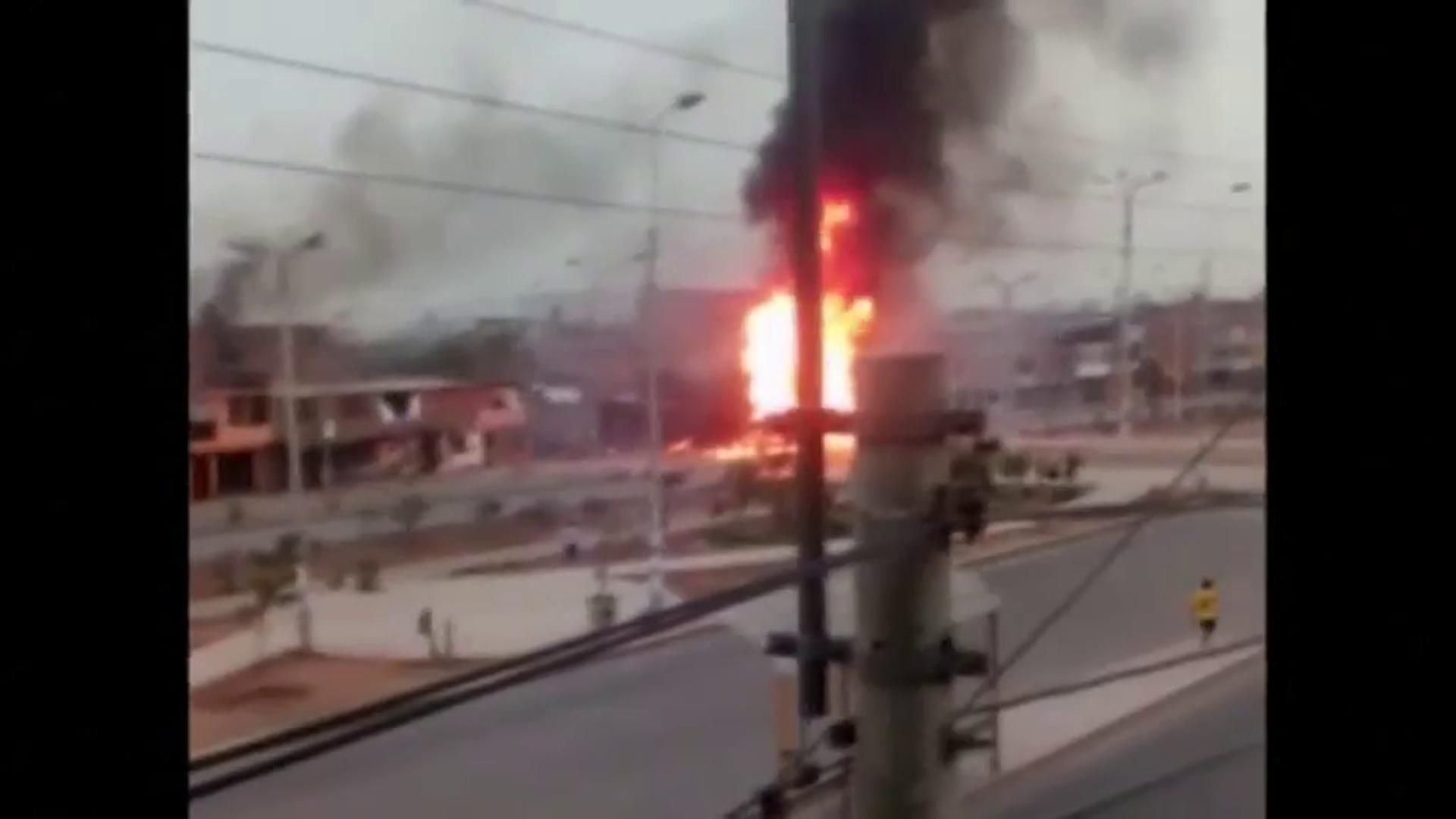 Dos muertos en la explosión de un camión cisterna en Lima