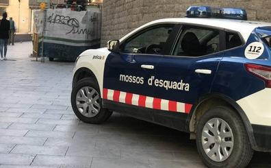 Un hombre mata a su mujer en Barcelona e intenta fugarse en avión