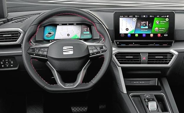 El interior cuenta con un asistente tecnológico tipo 'Alexa' o 'Siri'.
