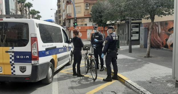 Más de mil identificados y 300 multas en Alicante para hacer frente al Covid-19