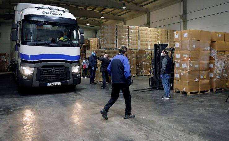 La Generalitat reparte más de 15 toneladas de material sanitario de protección comprado en China