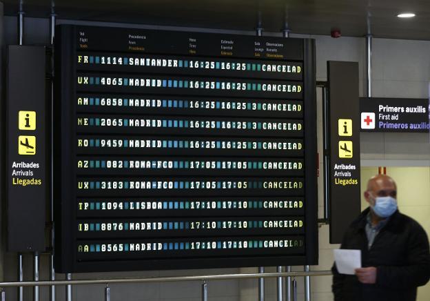 Manises cierra dos terminales y Cercanías se reducirá un 30%
