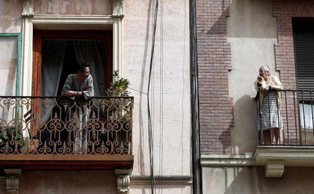 Increpan desde los balcones a personas con discapacidad intelectual por salir a la calle