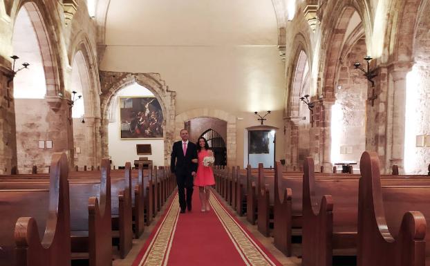 Salva y Susanna, a su llegada al altar de San Juan del Hospital, el día de su boda /LP