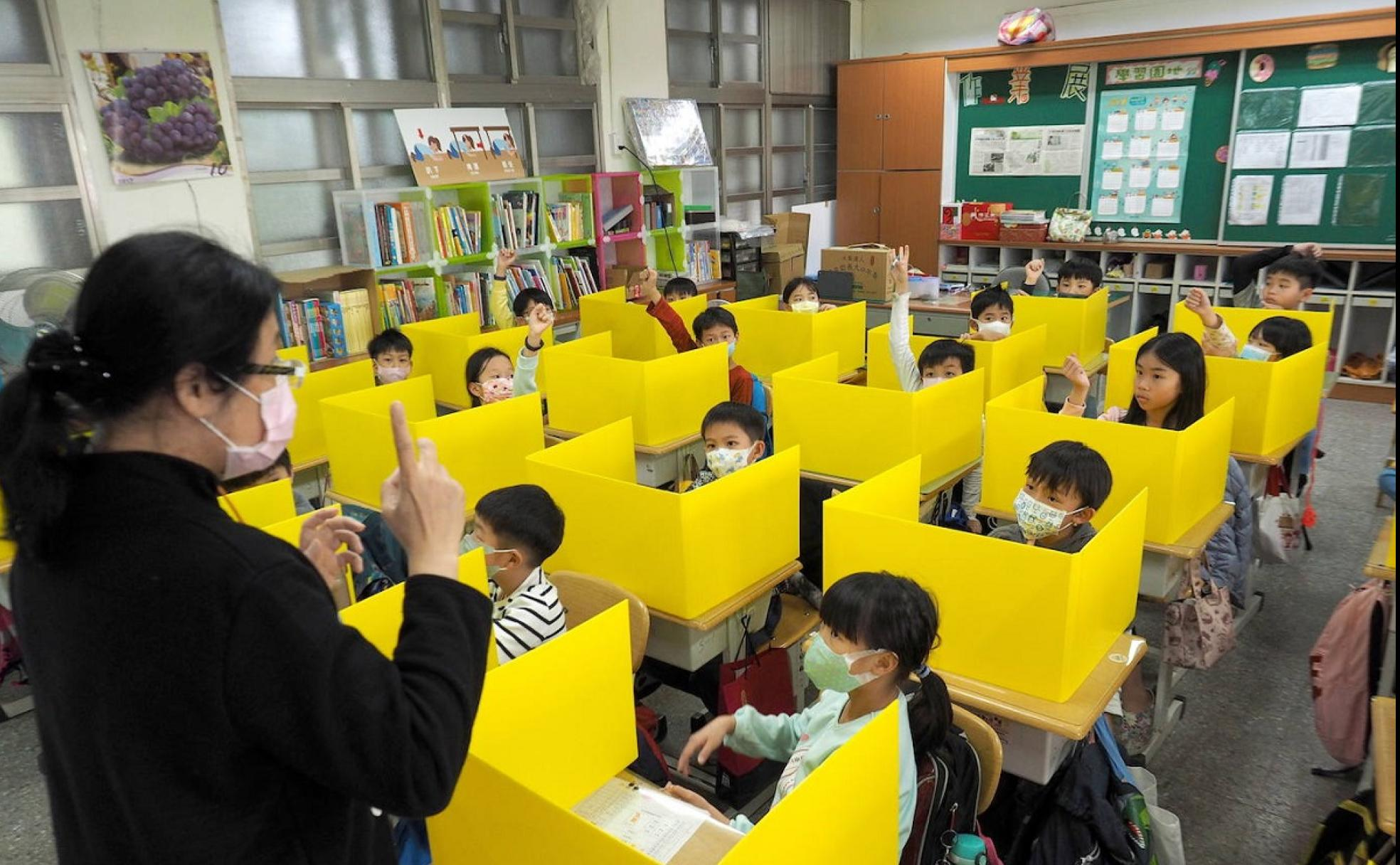 Así vuelven a las aulas los niños en China | Las Provincias