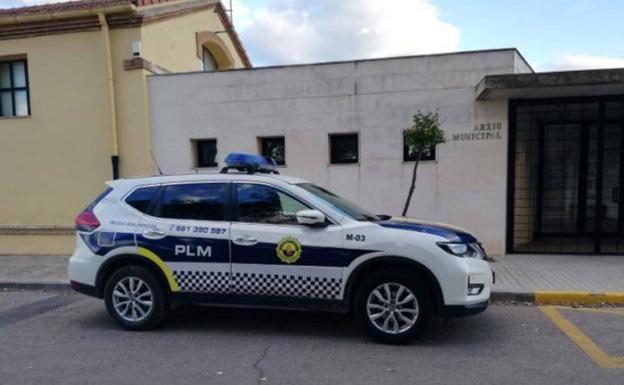 Uno de los vehículos policiales del cuerpo. /LP