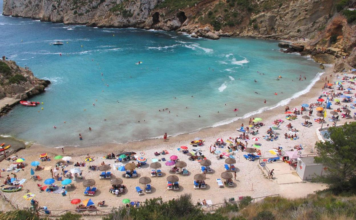 Playa De Jávea Xàbia Cierra El Acceso A La Granadella Al Llenarse La Cala En Menos De Una Hora Las Provincias