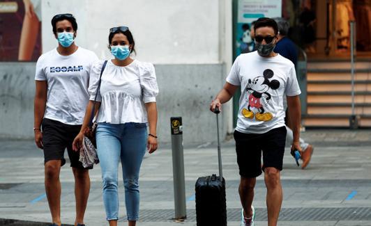Turistas en la ciudad de Madrid. /Reuters